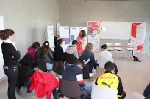 Des ateliers Mixités pour les Collégiens, les Lycéens et les acteurs de l'orientation. Des cafés Débats à destination des parents pour questionner nos propres conduites non conscientes